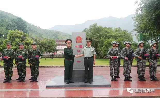 第4次越中边境国防友好交流活动:建设和平稳定、友好合作的越中边界线 hinh anh 1