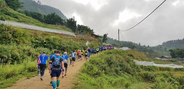 2017年越南山地马拉松比赛吸引2200名选手参赛 hinh anh 1