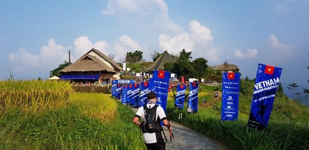 2017年越南山地马拉松比赛吸引2200名选手参赛 hinh anh 2