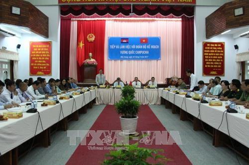 柬埔寨计划部代表团造访越南后江省 hinh anh 1