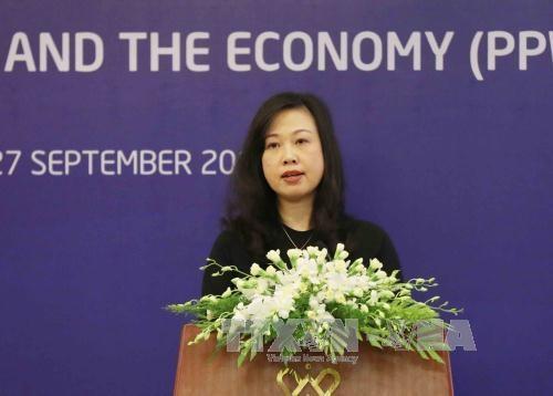劳动荣军与社会部副部长陶红兰就越南举办APEC妇女与经济论坛回答记者提问 hinh anh 1