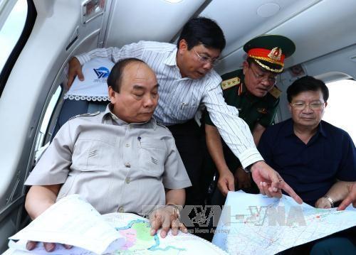 阮春福总理视察九龙江三角洲受气候变化影响的地区 hinh anh 1