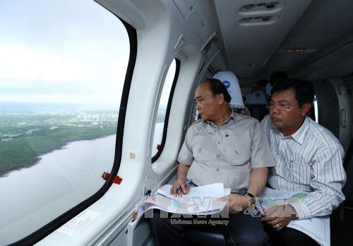 阮春福总理视察九龙江三角洲受气候变化影响的地区 hinh anh 2