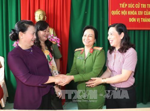 越南国会主席阮氏金银与芹苴市丰田县选民接触 hinh anh 2