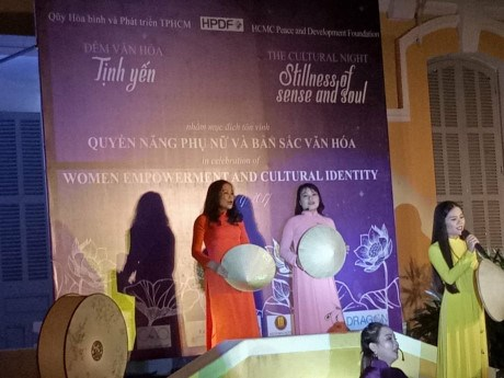 """2017年APEC会议:""""静宴: 妇女赋权与文化特色""""斋宴:为促进各民族友爱和面向未来的和平文化搭建桥梁 hinh anh 2"""