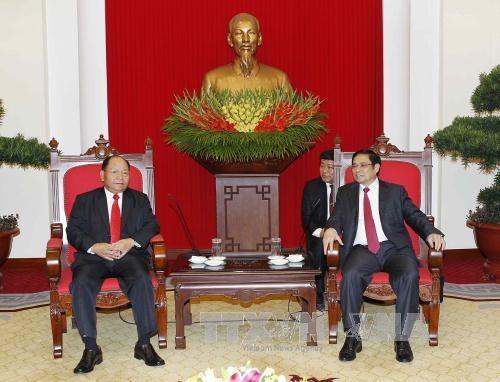 越共中央组织部部长会见老挝内务部部长 hinh anh 1