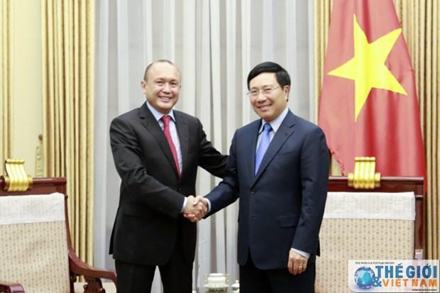越南政府副总理兼外交部长范平明会见哈萨克斯坦驻越大使 hinh anh 1