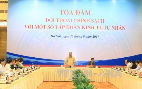 政府总理阮春福与国内一流私人经济集团领导进行政策对话 hinh anh 1