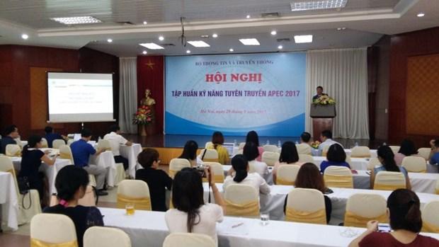 2017年APEC会议:2017年APEC相关信息宣传报道业务培训会议在河内举行 hinh anh 1