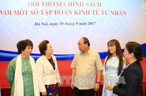 政府总理阮春福与国内一流私人经济集团领导进行政策对话 hinh anh 2