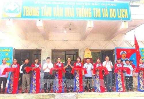 """""""黄沙和长沙归属越南:历史证据和法律依据"""" 地图资料展在河江省举行 hinh anh 1"""