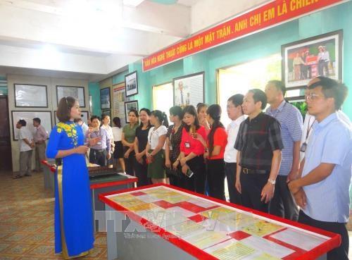"""""""黄沙和长沙归属越南:历史证据和法律依据"""" 地图资料展在河江省举行 hinh anh 2"""