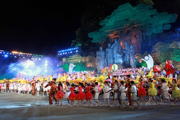 越南国家副主席邓氏玉盛出席2017年宣城节开幕式 hinh anh 1