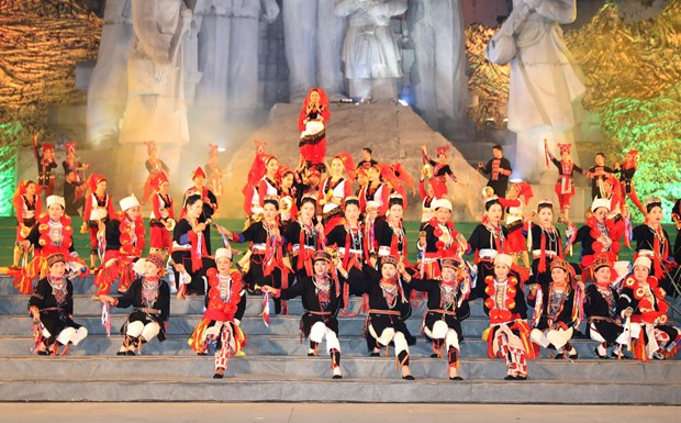 2017年第一届越南全国瑶族民族文化节落下帷幕 hinh anh 1