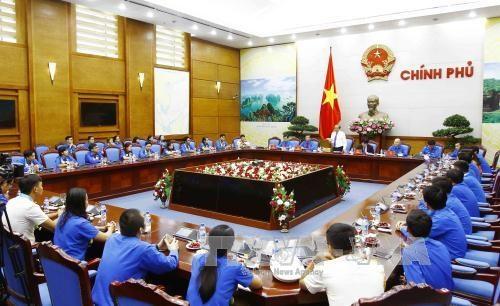 越南全国45名优秀青年干部和公务员获表彰 hinh anh 1