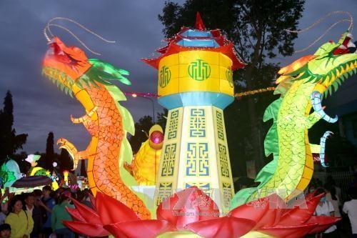 平顺省举行2017年潘切提灯笼游行庆中秋 hinh anh 2