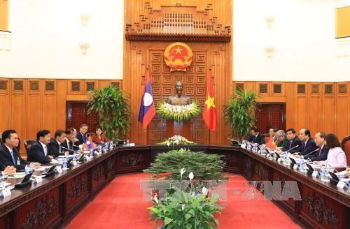 越南政府总理阮春福与老挝总理通伦•西苏里举行会谈 hinh anh 2