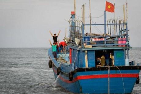 马来西亚扣押两艘越南渔船 抓捕21名越南渔民 hinh anh 1
