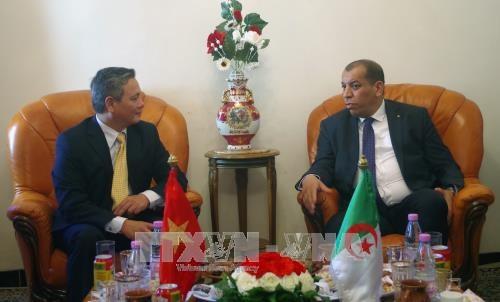越南与阿尔及利亚贸易投资促进会在比斯克拉省举行 hinh anh 2