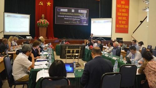 """""""大学与企业合作:趋势和挑战""""国际研讨会在岘港市举行 hinh anh 1"""
