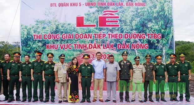 越南得乐和得农两省的边境巡逻道路建设项目正式动工兴建 hinh anh 1
