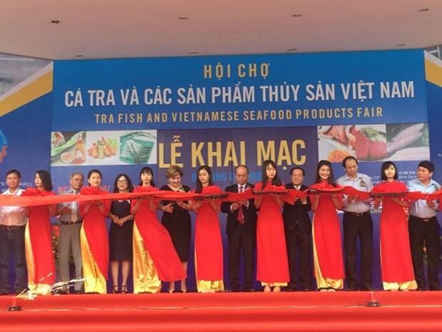 2017年越南查鱼和水产品展览会在河内开幕 hinh anh 1