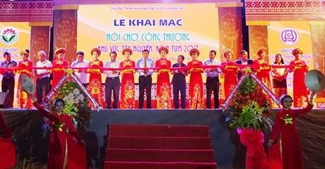 2017年西原地区崑嵩工贸展会:增加越南货的知名度 hinh anh 1