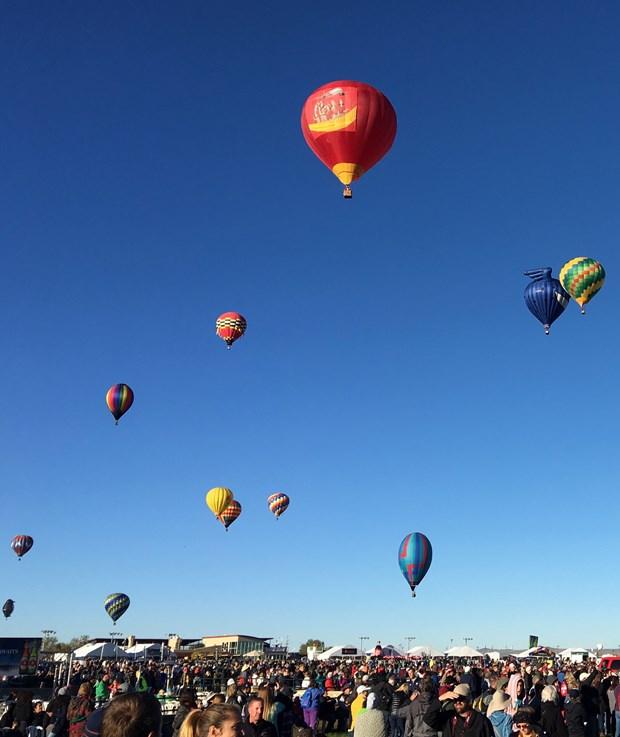 """越捷航空热气球和比基尼空姐们即将""""登陆""""美国 hinh anh 3"""