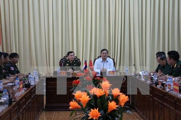 后江省领导会见柬埔寨国防部发展局代表团 hinh anh 1