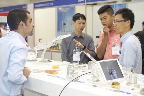 2017年越南河内国际精密工程、机床及金属加工展会在河内开幕 hinh anh 1