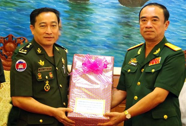 柬埔寨国防部发展局代表团访问越南朔庄省 hinh anh 1