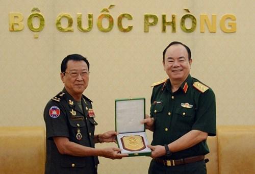 越南和柬埔寨加强陆地边境地区的救援合作 hinh anh 1