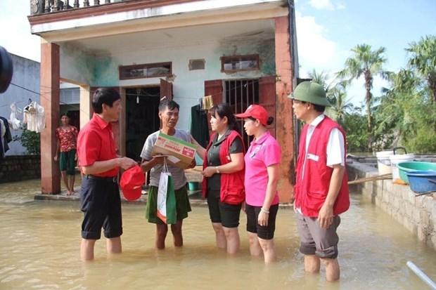 越南红十字会向洪灾灾民提供紧急援助 hinh anh 1