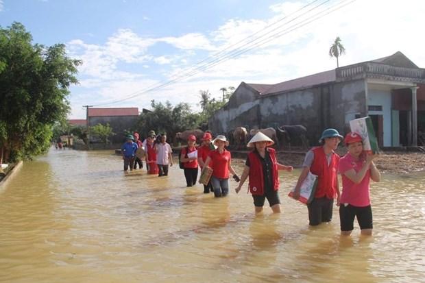 越南红十字会向洪灾灾民提供紧急援助 hinh anh 2