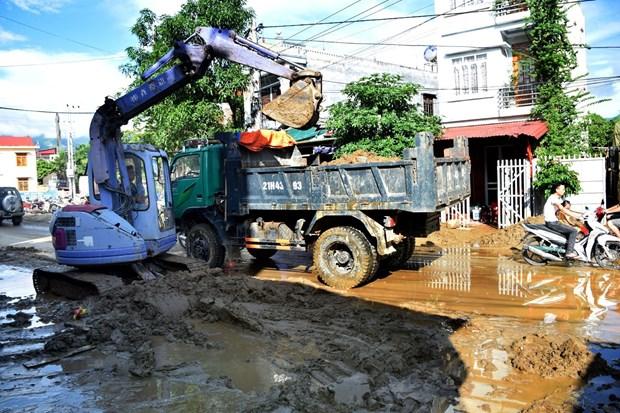 政府总理要求集中精力做好灾后恢复重建工作 hinh anh 2