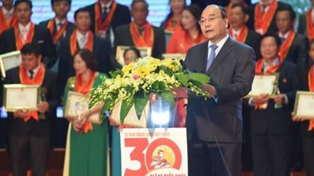 """政府总理阮春福出席""""革新30年自豪越南农民""""表彰大会并讲话 hinh anh 1"""
