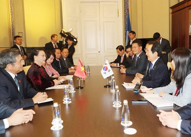 越南国会主席阮氏金银会见韩国国会议长丁世均 hinh anh 2