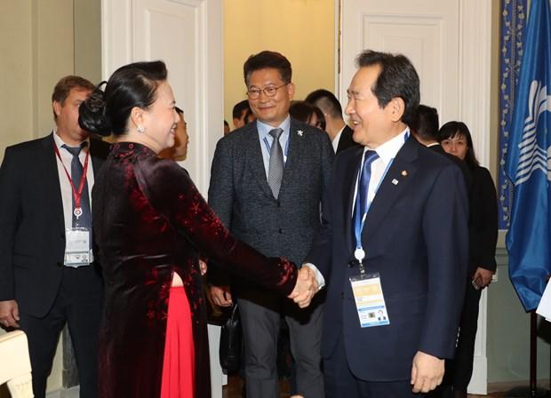 越南国会主席阮氏金银会见韩国国会议长丁世均 hinh anh 1