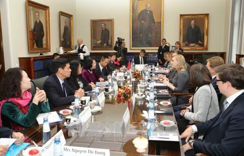 国家副主席邓氏玉盛访问芬兰 先后会见芬兰总理和议会议长 hinh anh 3
