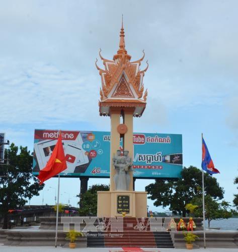 设在戈公省省会克马拉普明市的越柬友谊纪念碑正式落成 hinh anh 2