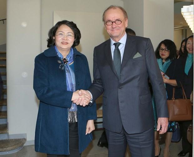 国家副主席邓氏玉盛访问芬兰的相关活动报道 hinh anh 2