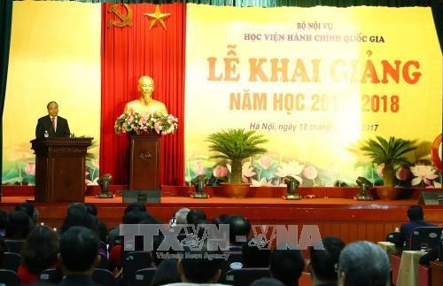 阮春福总理出席越南国家行政学院2017-2018学年的开学典礼 hinh anh 1