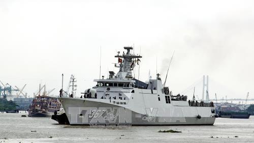 印尼海军舰队对胡志明市进行友好访问 hinh anh 1