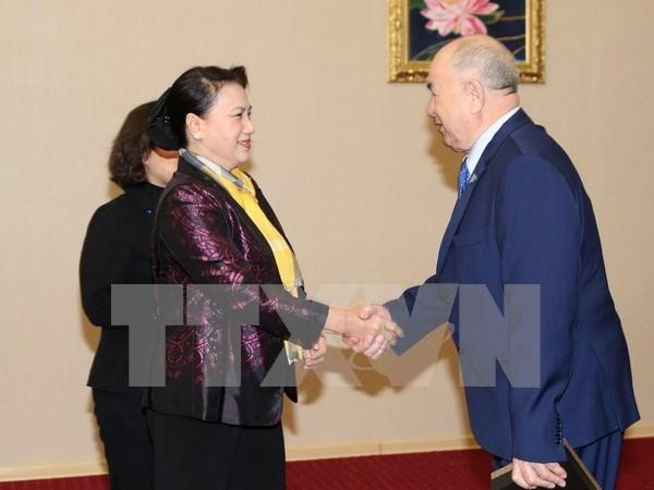 越南国会主席阮氏金银会见哈萨克斯坦人民共产党中央第一书记詹碧尔 hinh anh 1