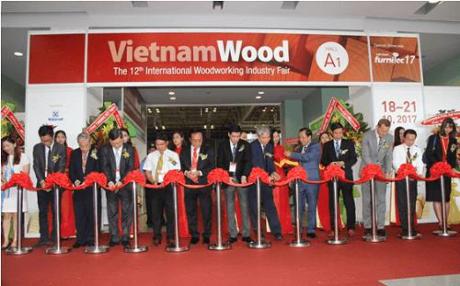 2017年第12届越南国际木工机械展正式开幕 hinh anh 1