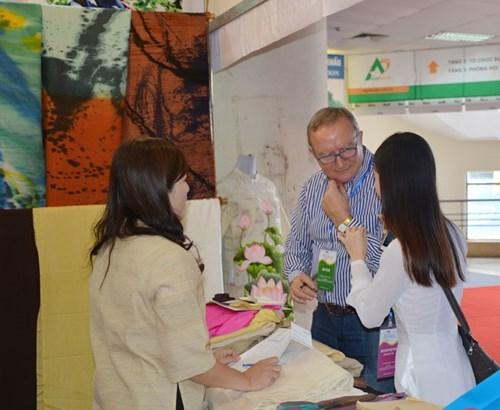 2017年河内手工艺品和礼品国际展吸引250家企业参展 hinh anh 1