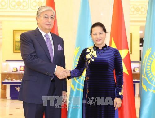 越南国会主席阮氏金银圆满结束对哈萨克斯坦的正式访问 hinh anh 1