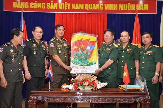 """柬皇家军队响应""""越老柬三国团结战斗之情""""文学、艺术创作运动 hinh anh 1"""