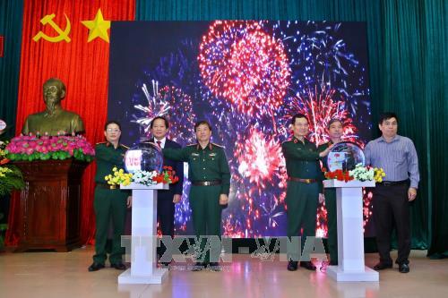越南人民军报网老挝语和高棉语版正式开通 hinh anh 1