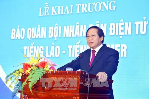 越南人民军报网老挝语和高棉语版正式开通 hinh anh 2